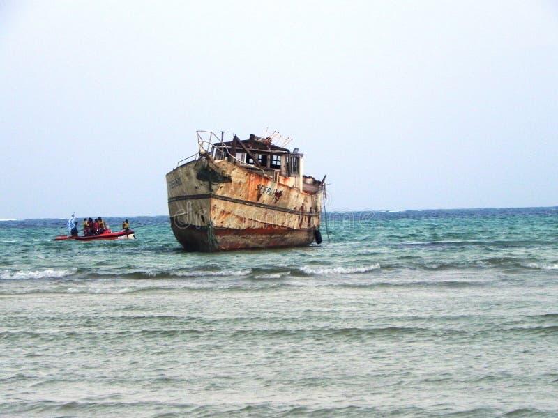 在印度洋蒙巴萨的老船 库存图片