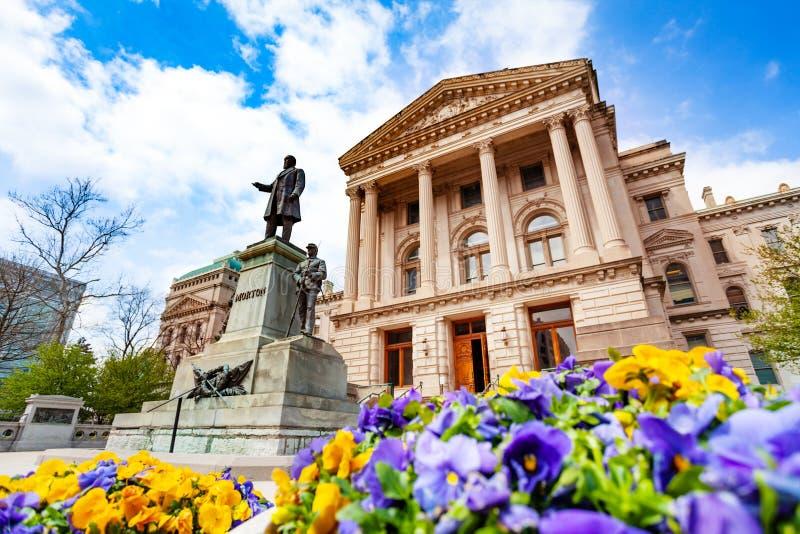 在印第安纳州议会大厦,美国前面的莫顿雕象 库存图片