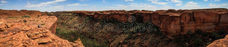 在印象深刻的国王的Canyon的全景,北方领土,澳大利亚 免版税图库摄影