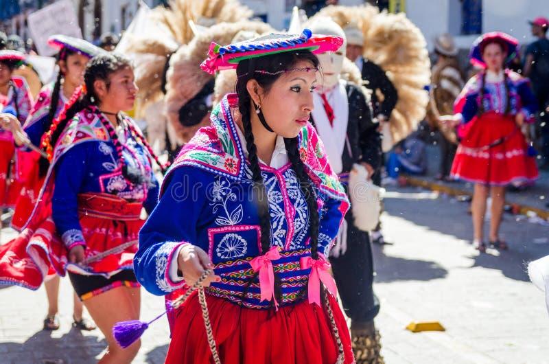 在印锑秘鲁货币单位Raymi节日的妇女跳舞 免版税库存图片