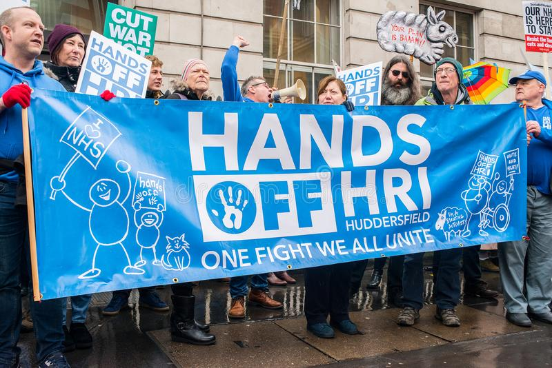 在危机示范的NHS,通过中央伦敦,在NHS的资助不足抗议和私有化的 库存照片