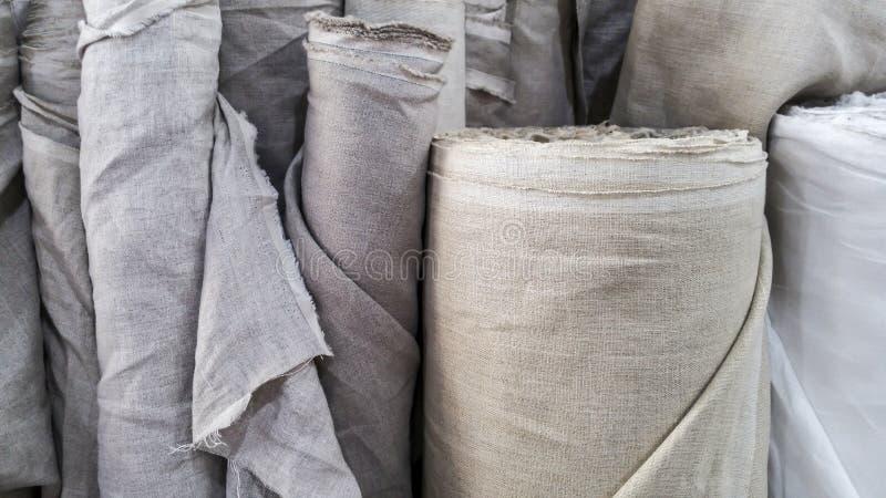 在卷的自然亚麻制织品 图库摄影