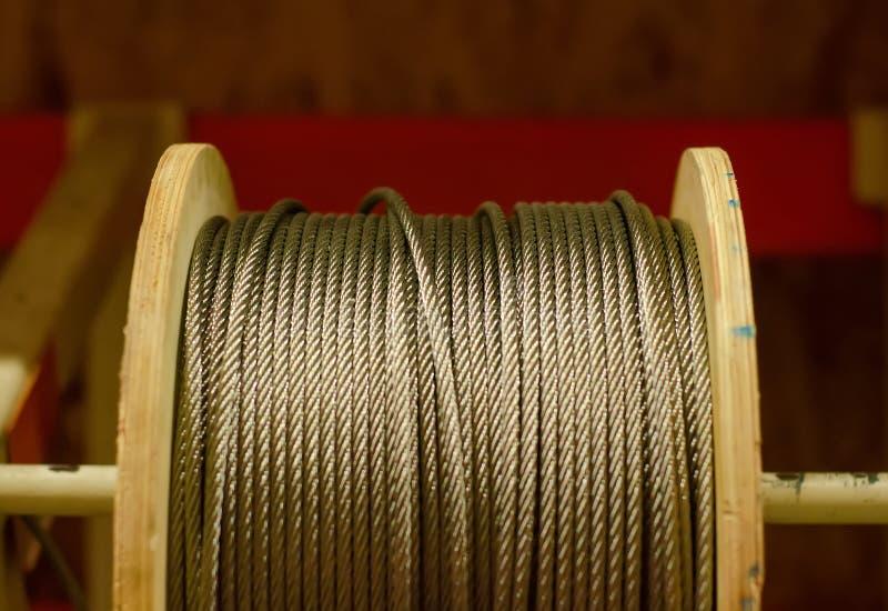 在卷轴的金属缆绳 库存图片