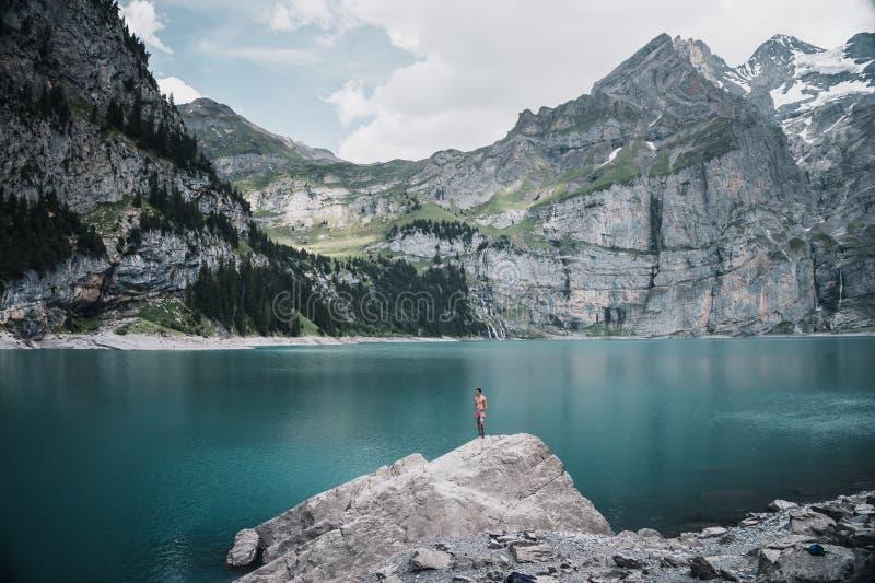 在厄希嫩湖的高山魔术-瑞士远景 免版税库存图片