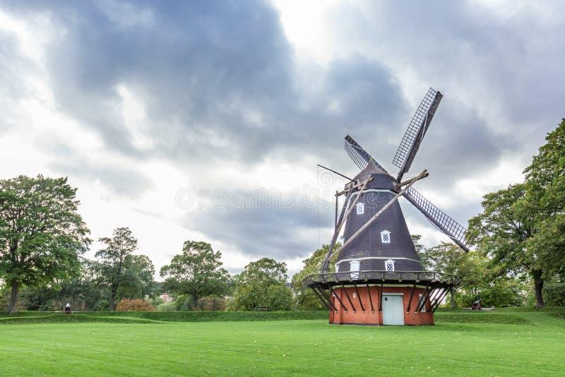 在历史朴的老风车在哥本哈根 库存照片