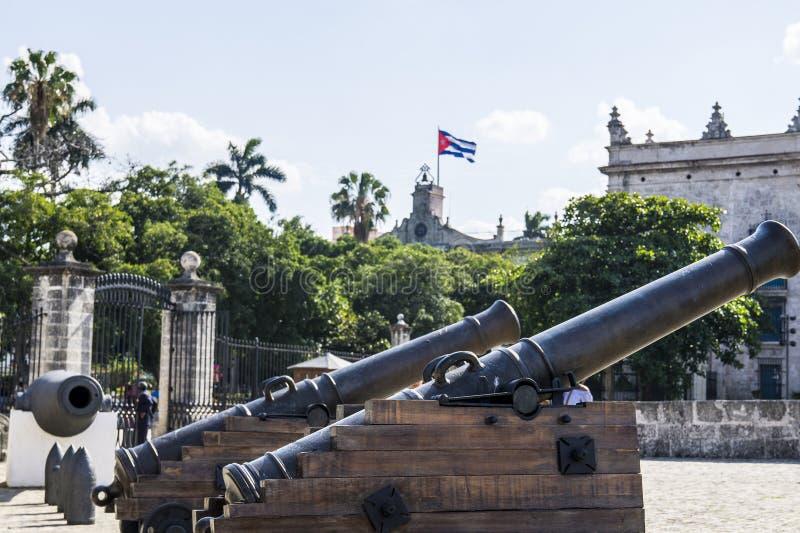 在历史的古巴堡垒的大炮 图库摄影