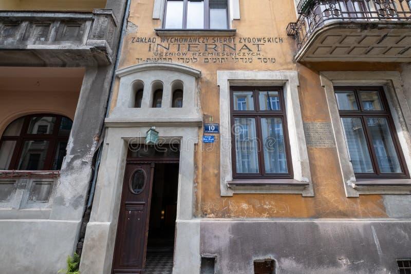 在历史的犹太处所位于的一个老犹太祷告屋的外部卡济梅尔兹之外,克拉科夫,波兰 库存照片