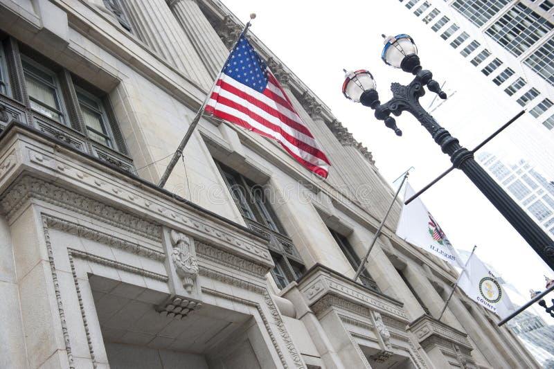 在县大厦的旗子 库存照片