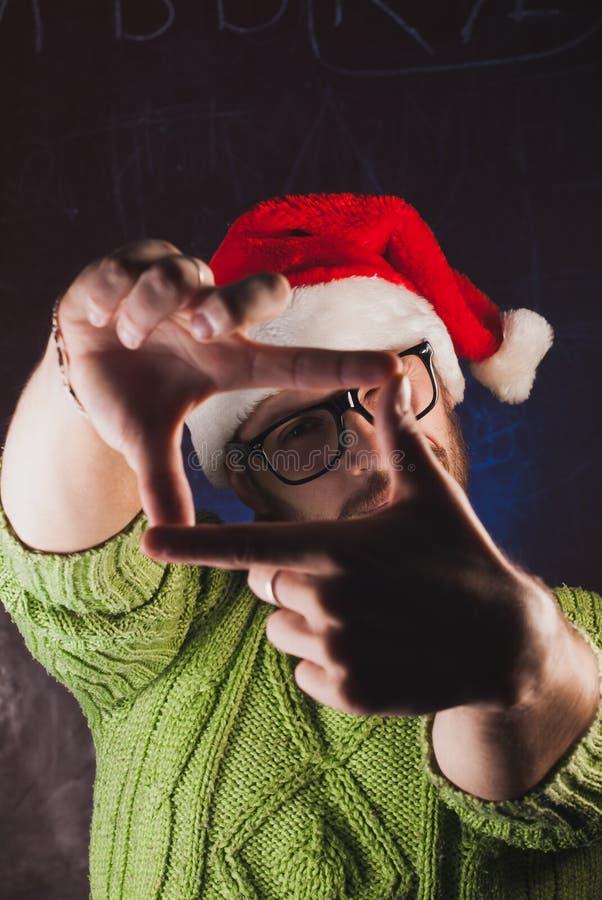 在反光镜塑造的手, 免版税库存图片