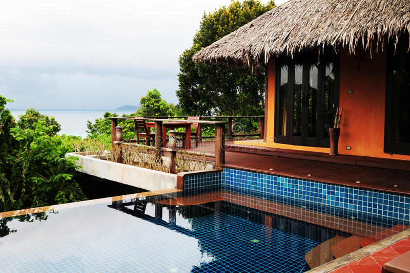 在发埃发埃海岛上的旅馆平房 免版税库存图片