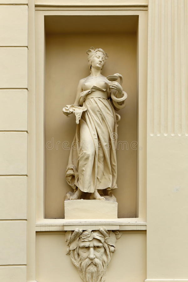 在发射孔的雕象 免版税图库摄影