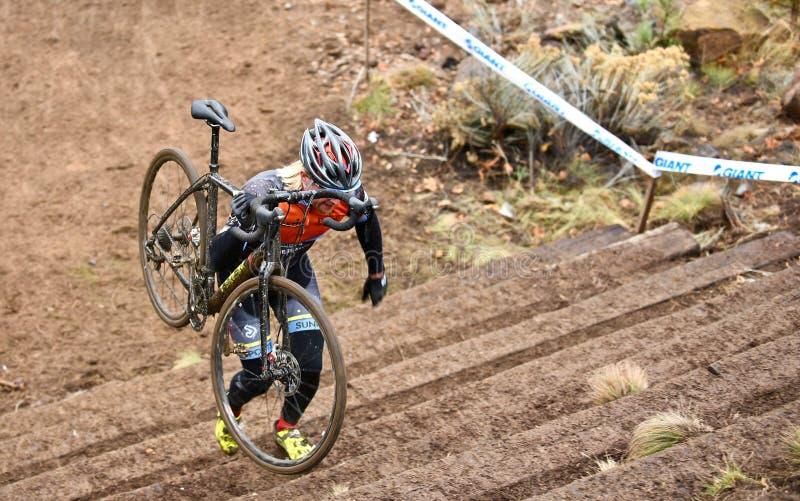 在发怒运动的骑自行车者上升的台阶2016年在弯俄勒冈 库存照片