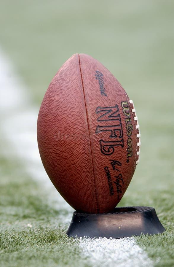 在发球区域的橄榄球 免版税库存照片