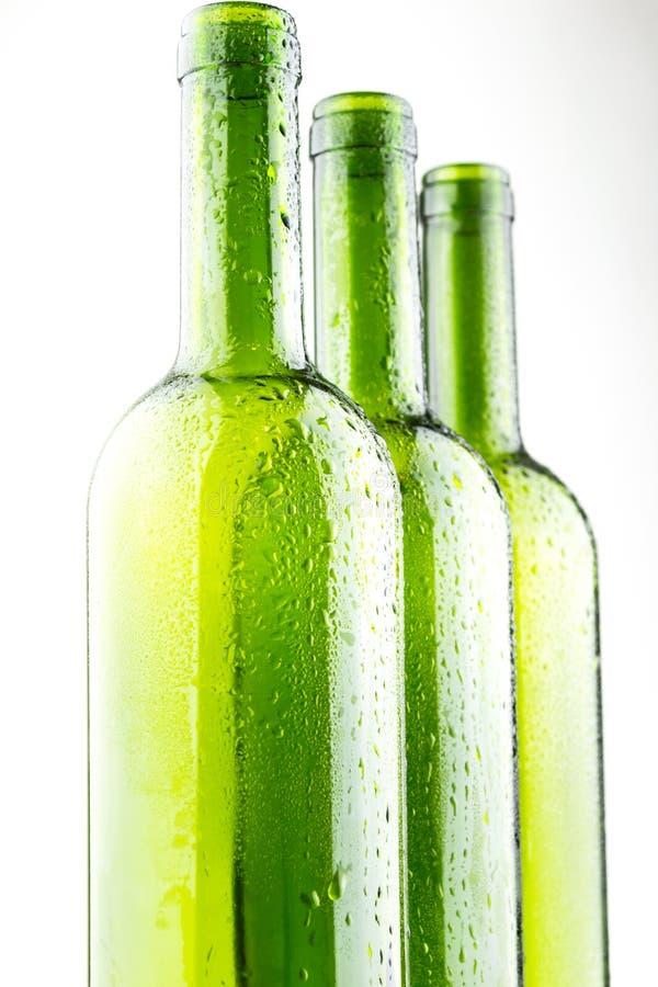 在变冷的酒瓶的水滴 免版税图库摄影