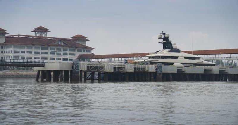 在口岸巴生马来西亚的Superyacht沉着 免版税库存图片