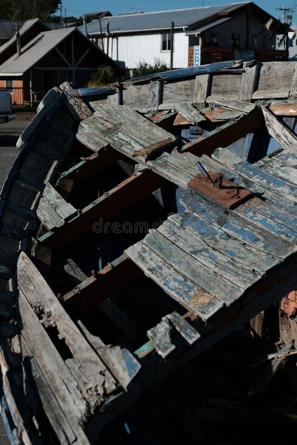 在口岸的被忘记的船 免版税库存照片