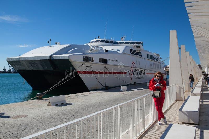 在口岸,马拉加,西班牙的豪华轮渡 库存照片