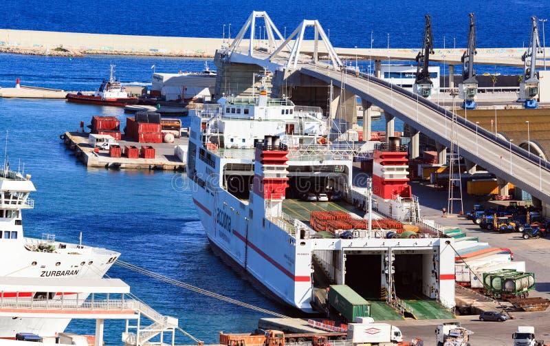 在口岸Vell,巴塞罗那,西班牙的渡轮 免版税库存照片