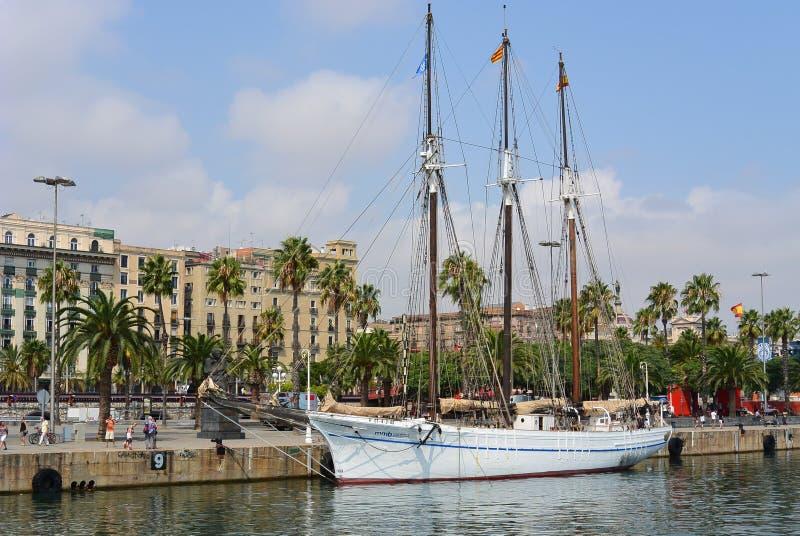 在口岸Velle巴塞罗那的风船 免版税库存图片