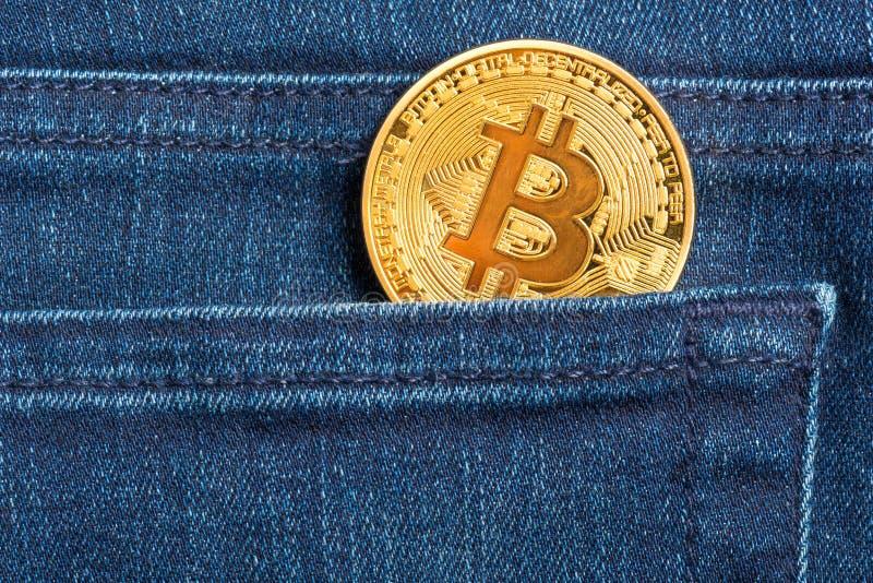 在口袋的Bitcoin 库存照片