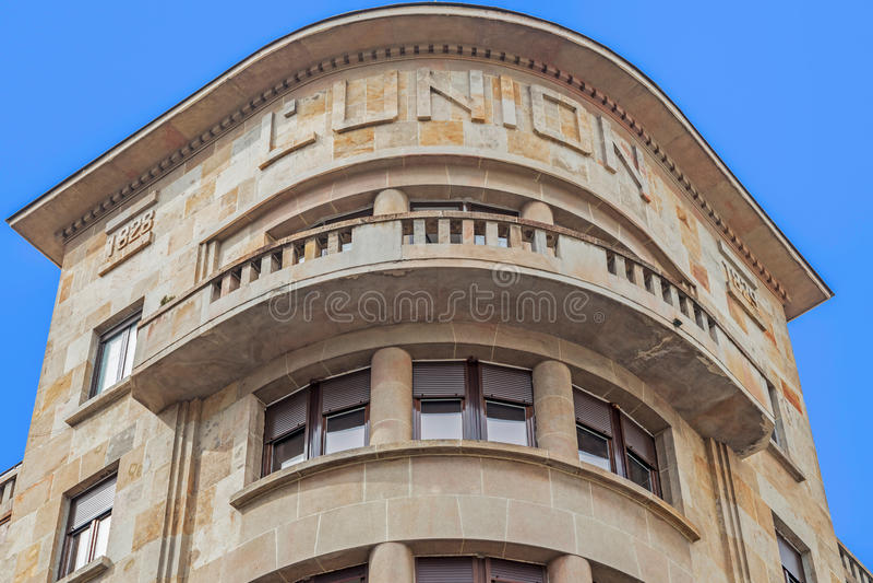 在古典大厦的石门面,在1828年修建 belia 免版税库存图片