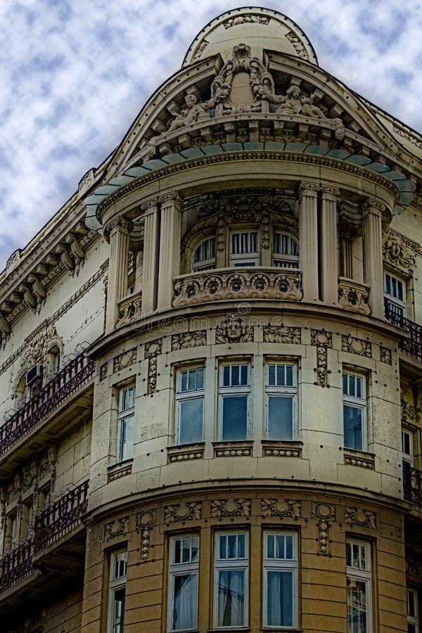 在古典大厦的门面与装饰品和雕塑1 图库摄影