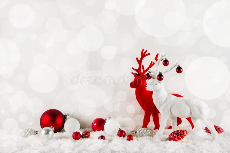 在古典颜色的欢乐典雅的圣诞节背景:的红色 皇族释放例证