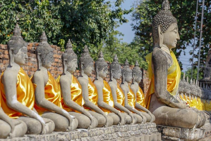 在古老古庙的菩萨状态在阿尤特拉利夫雷斯历史公园区域泰国 图库摄影