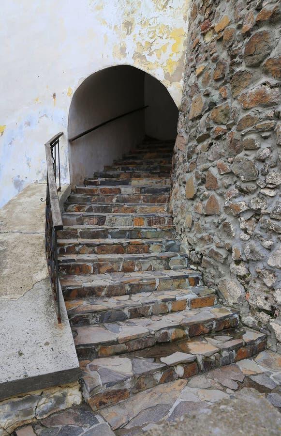 在古老城堡的石步 免版税库存照片