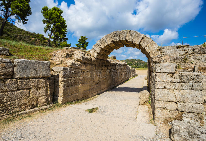 在古老奥林匹亚,伊利亚州,希腊的废墟 免版税库存图片