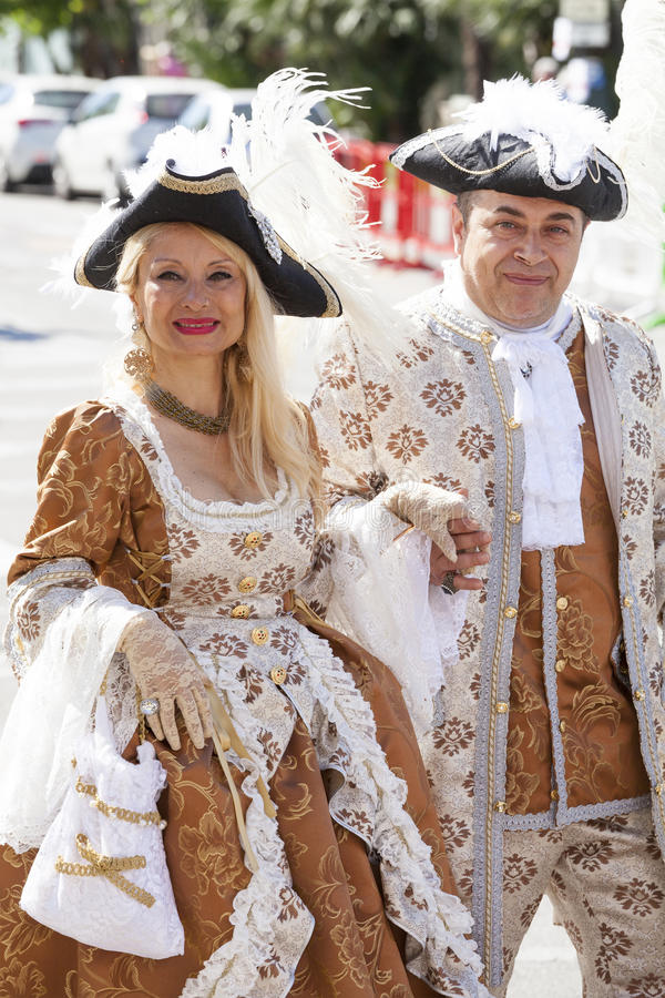 在古老威尼斯式时代装束的夫妇 库存照片