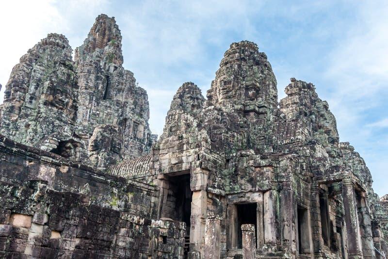 在古老拜伦寺庙的塔在吴哥考古学公园,在暹粒市附近,柬埔寨 免版税库存图片