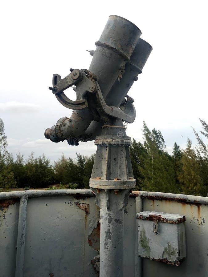 在古老甲板的船的望远镜 库存照片