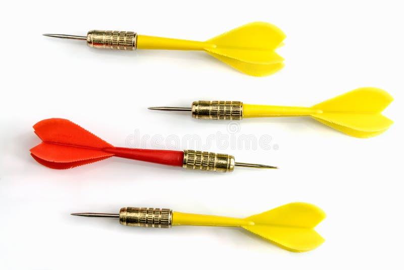 在另外方向的红色箭目标从三黄色箭ta 免版税库存图片