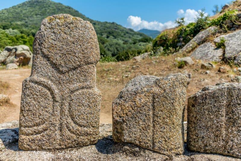 在可西嘉岛小山的史前雕象- 4 免版税库存照片