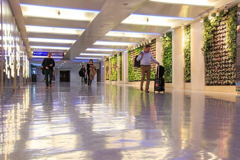 在台湾桃园国际机场里面的人们 免版税图库摄影