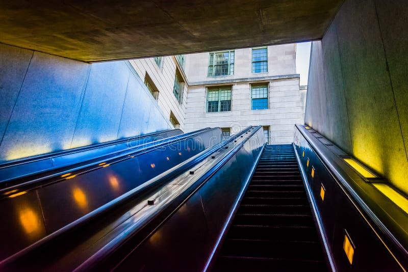 在史密松宁地铁站乐团,华盛顿特区的自动扶梯 库存照片