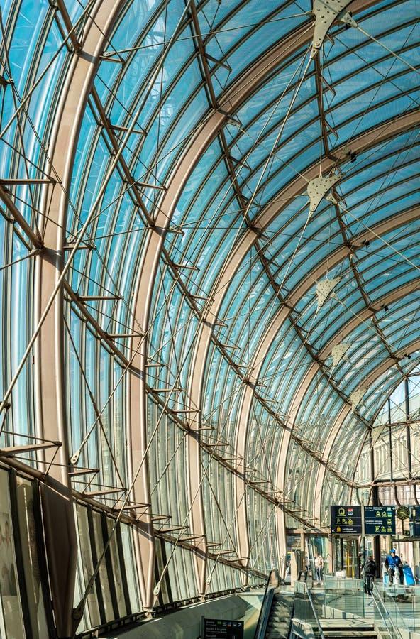 在史特拉斯堡,法国的中央火车站的现代机盖 免版税库存图片