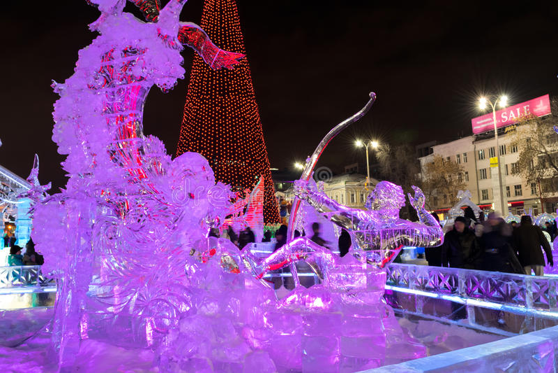 在叶卡捷琳堡市冰有雕塑的镇, 2016年 图库摄影