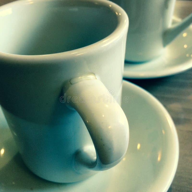 在吃饭的客人的咖啡杯 免版税图库摄影