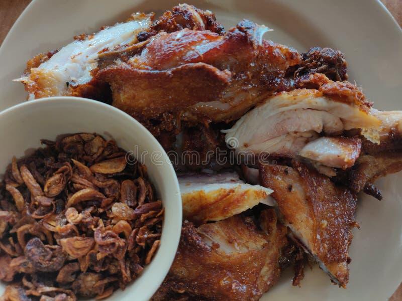 在合艾,泰国的可口油炸物鸡 免版税图库摄影