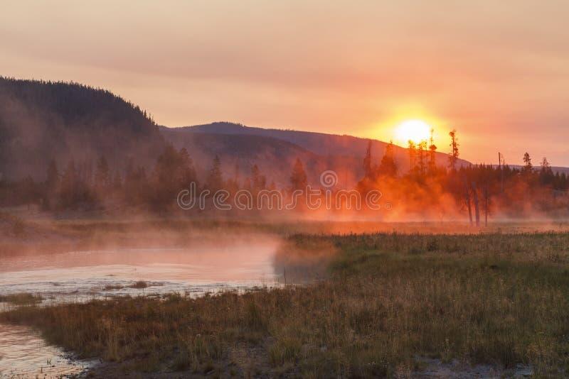 在吉布森河,黄石国家公园的日出 免版税库存图片