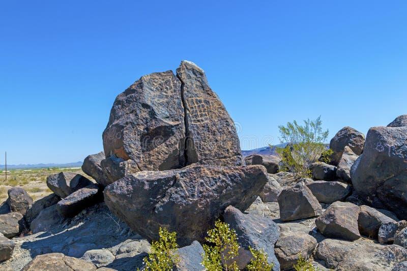 在吉拉弯,亚利桑那附近的刻在岩石上的文字站点 免版税库存照片