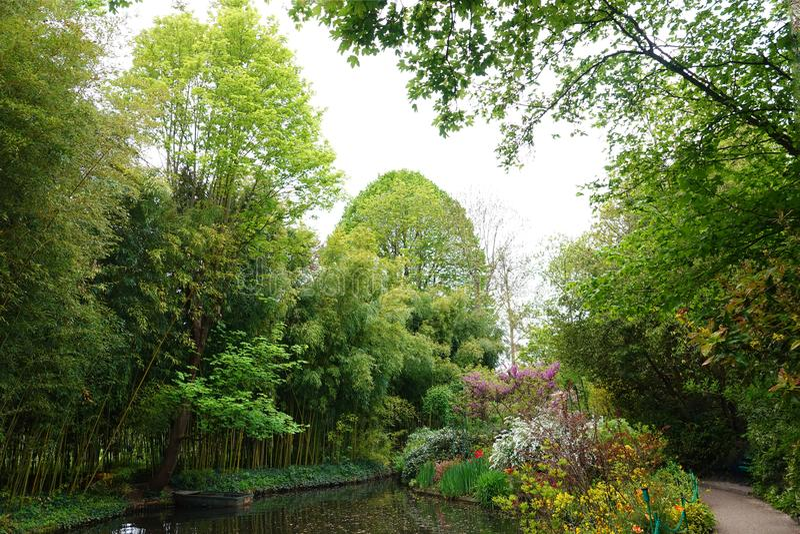 在吉韦尔尼,法国浇灌莫内庭院  免版税库存图片