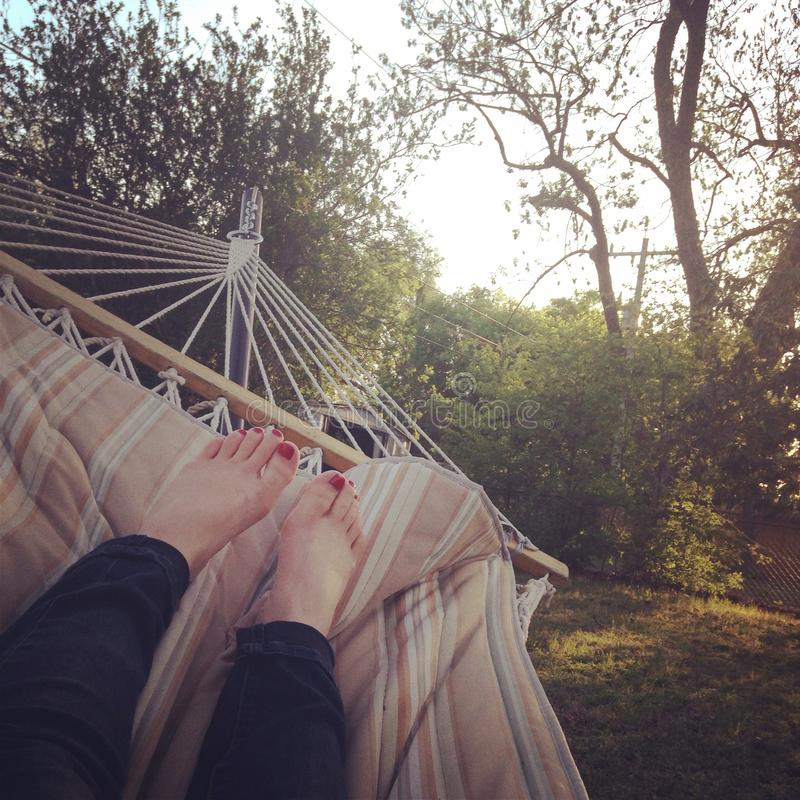 在吊床的女孩selfie 免版税库存图片