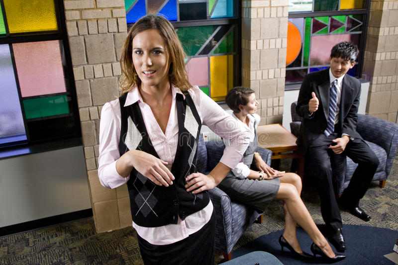 在同事女性办公室工作者年轻人之后 免版税库存照片