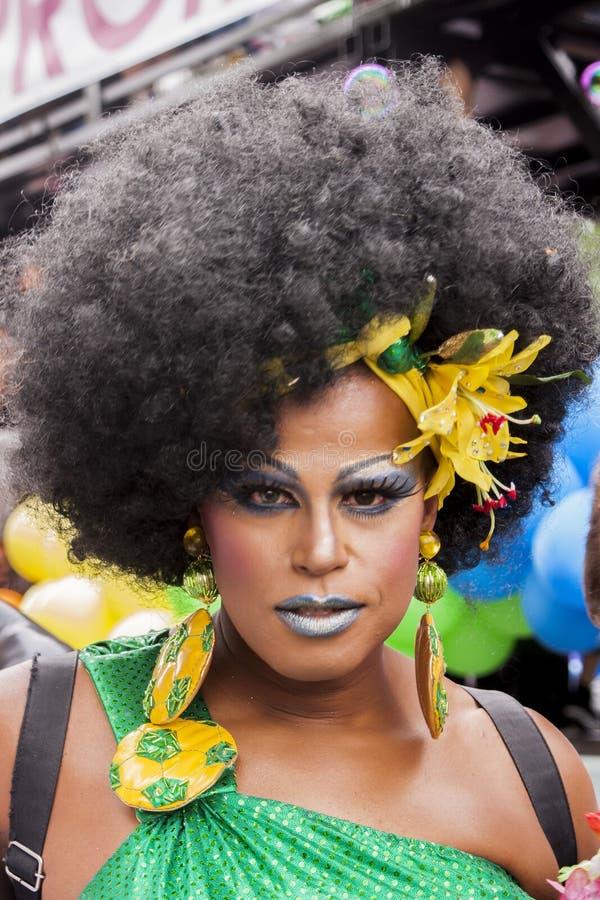 在同性恋自豪日穿戴的巴西样式期间的变性 库存照片