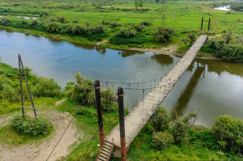 在吐拉河的顶上的步行桥 免版税库存图片