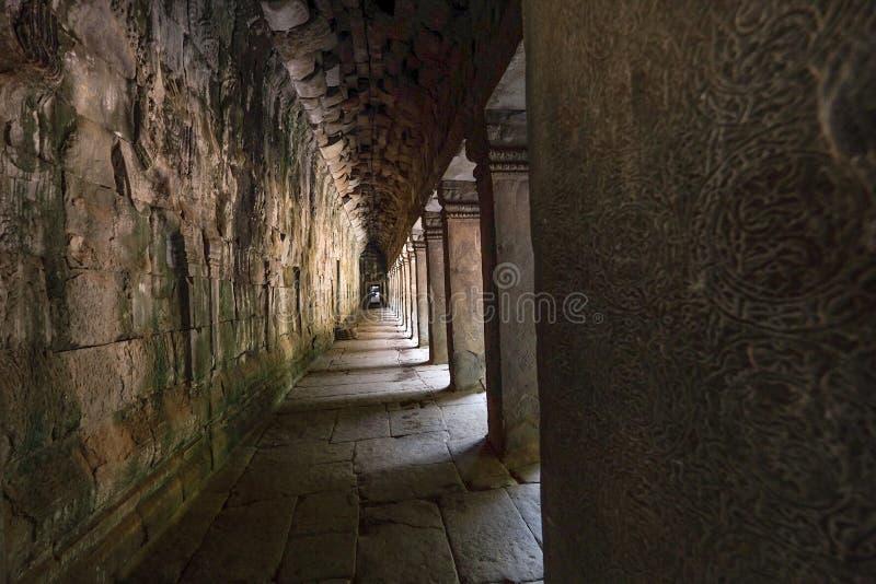 在吴哥窟寺庙的走道 库存图片