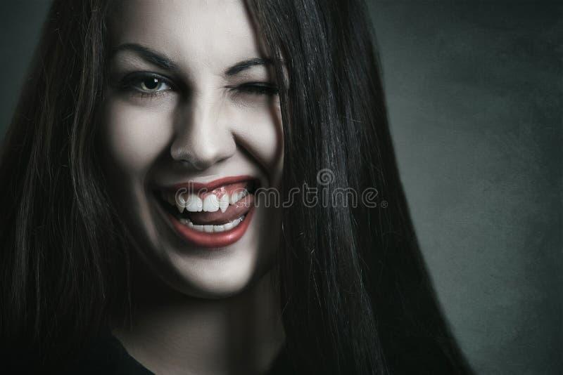 在吸血鬼面孔的邪恶的表示 图库摄影